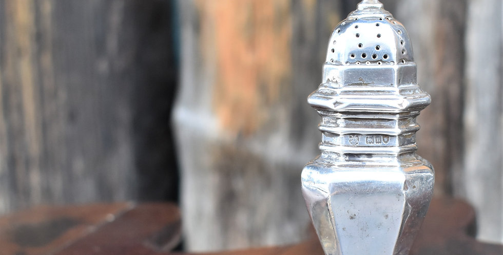 Antique Edward Barnard & Sons Solid Sterling Silver Pepper Pot Shaker 38g