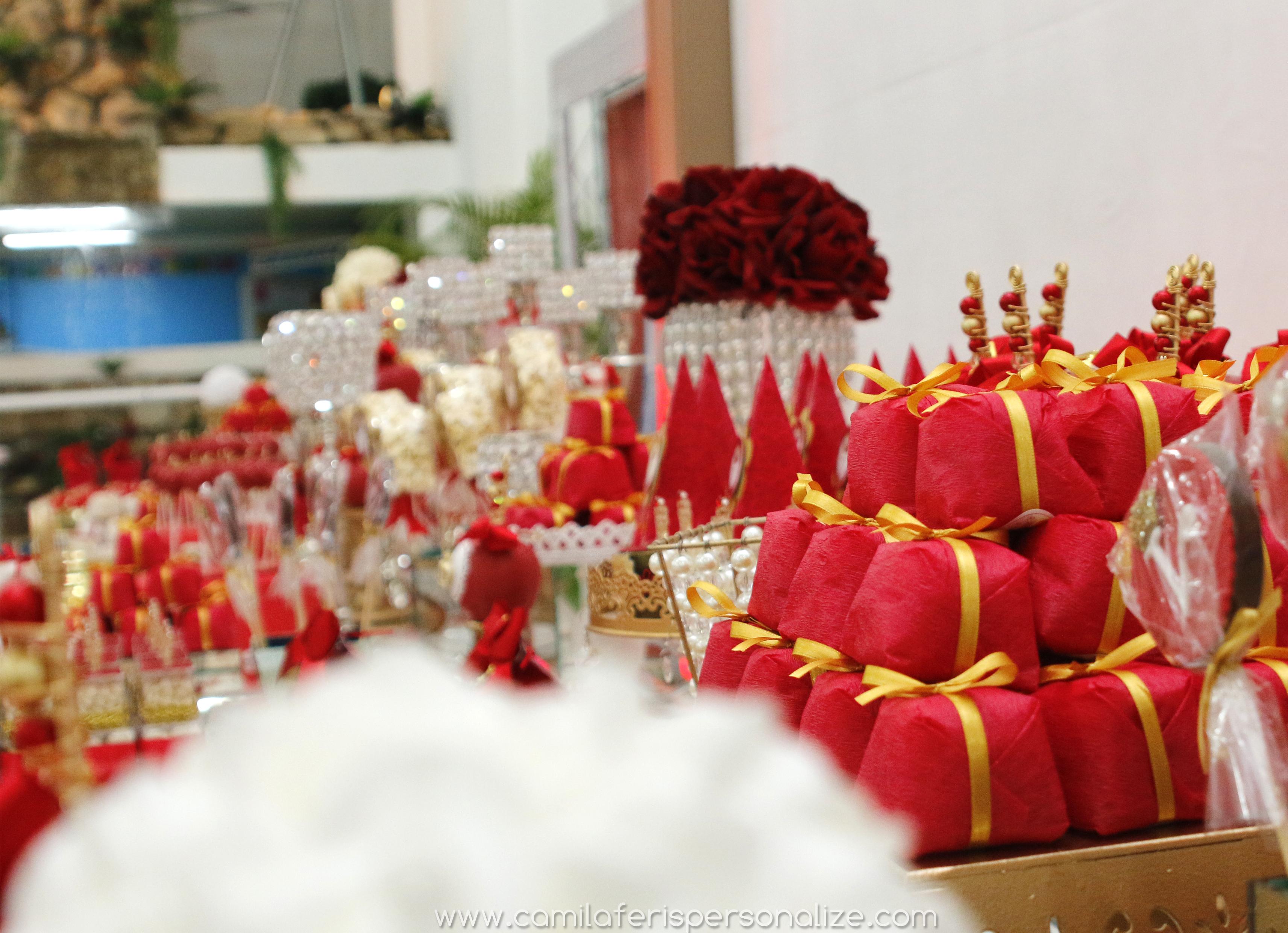 luxo mesa vermelha dourada.jpg