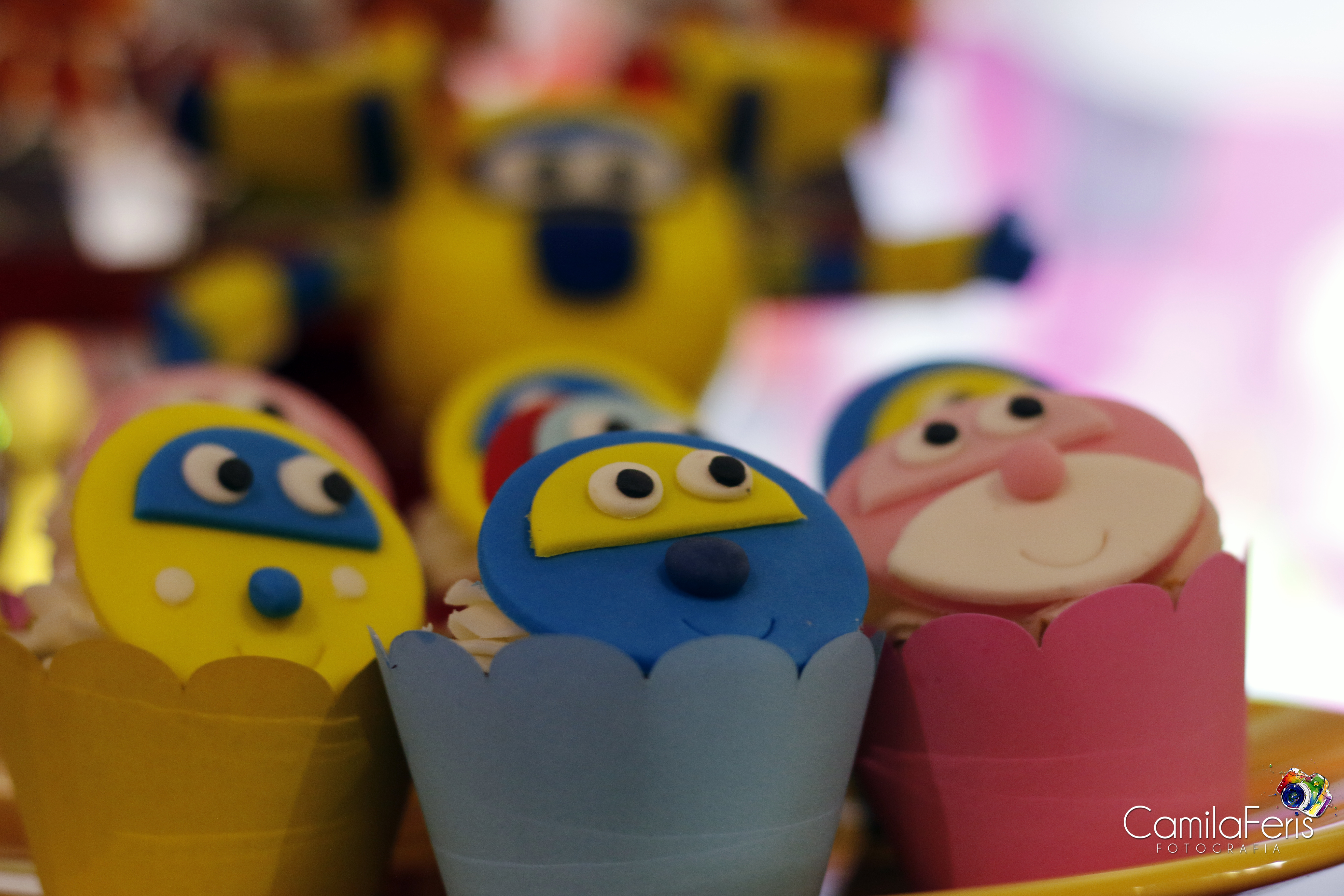 super wings cupcake.jpg
