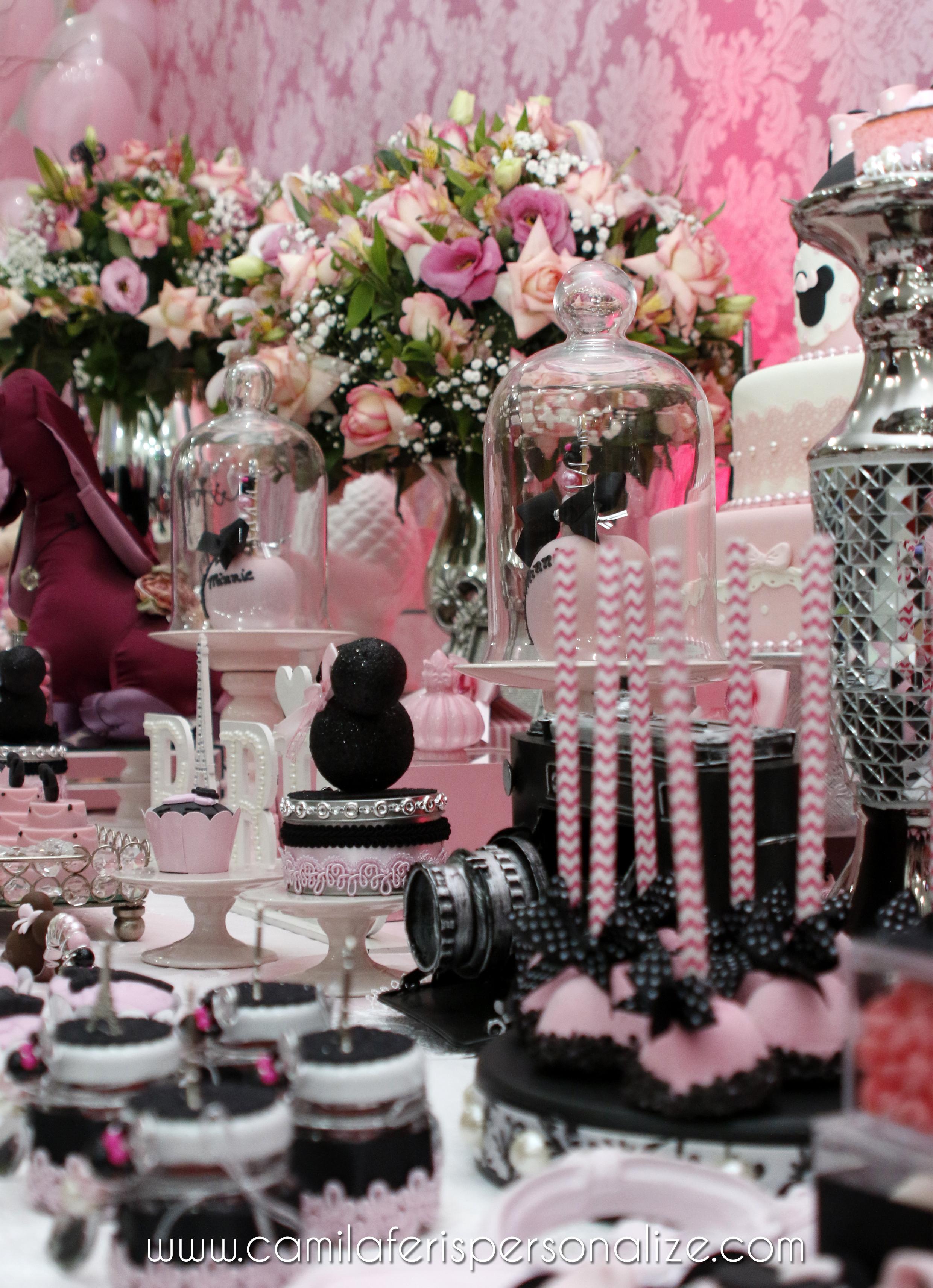 mesa minnie rosa decorada.jpg