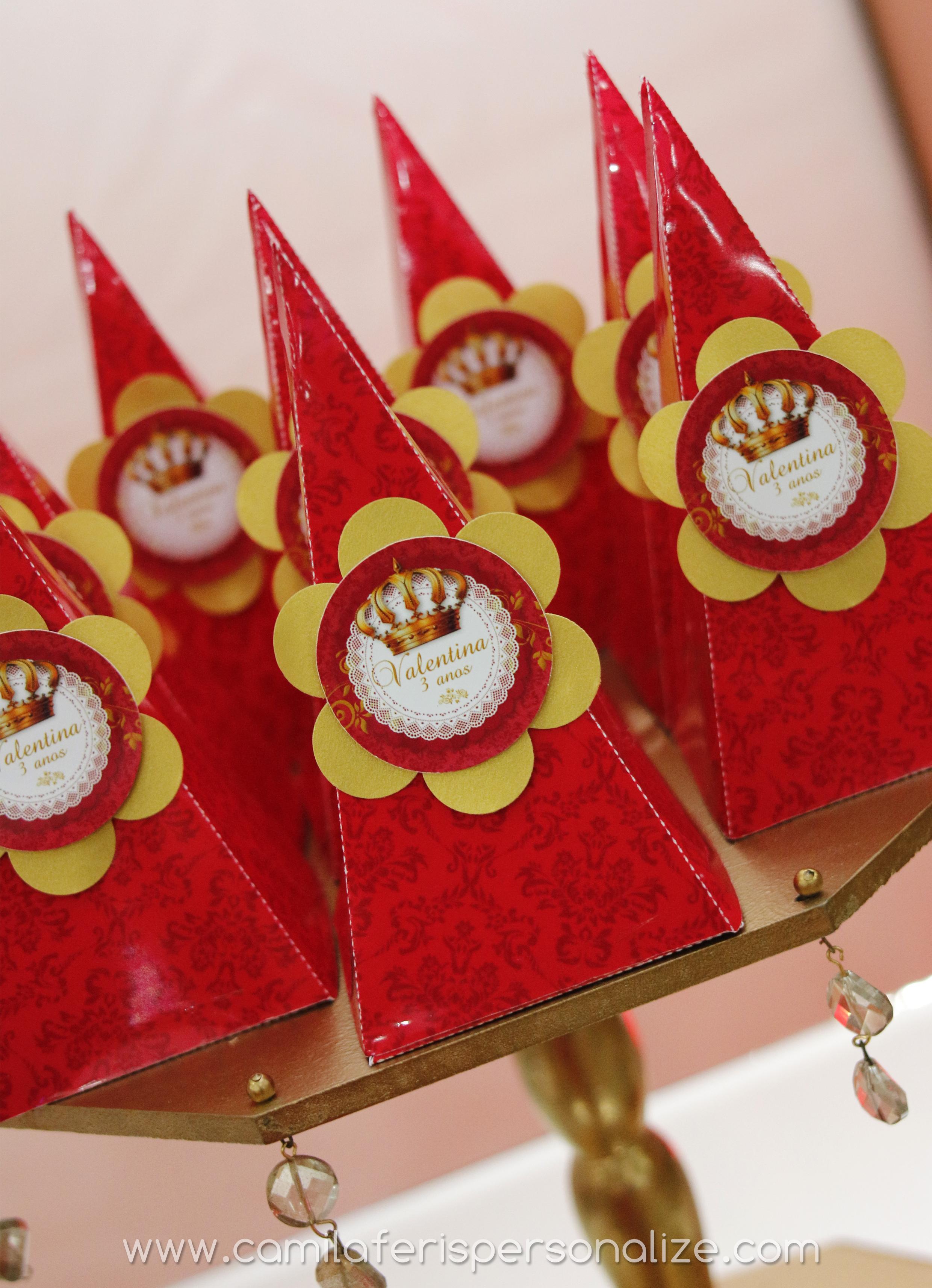 caixa cone festa realeza.jpg