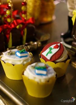 cupcake modelado bela e fera.jpg