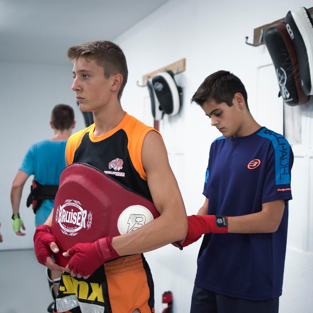 Compañerismo Muay Thai y Kick-Boxing