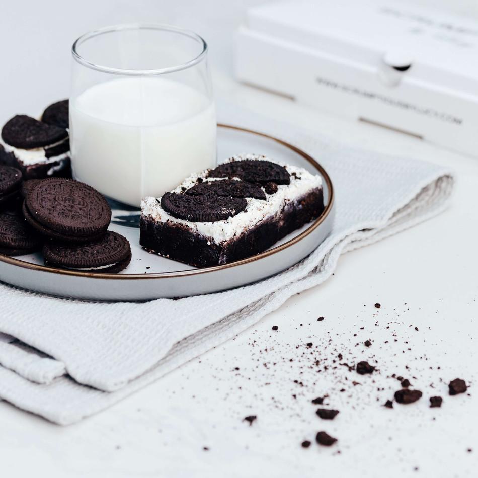 Oreo brownies and milk.jpeg