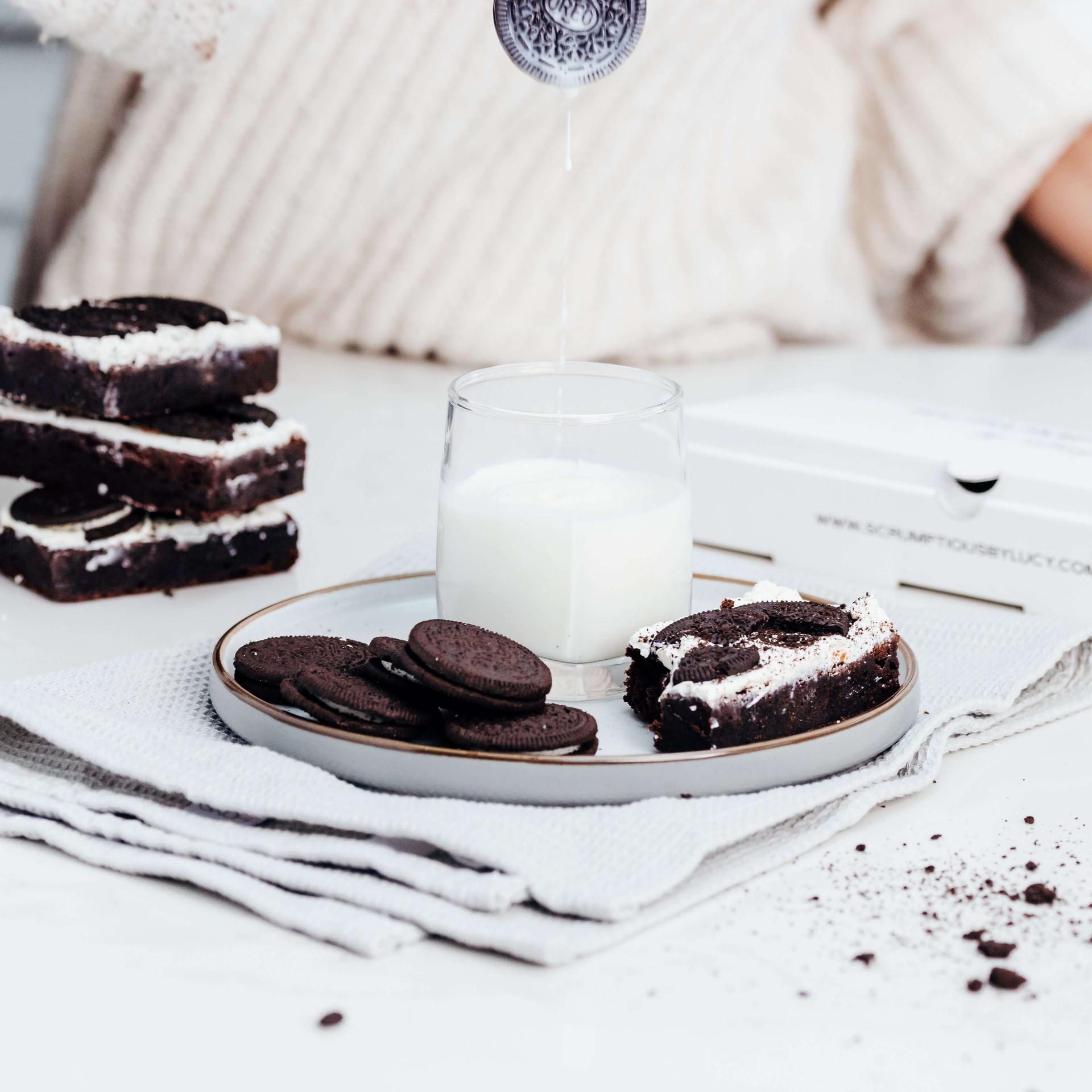 Oreo brownies and milk (2).jpeg