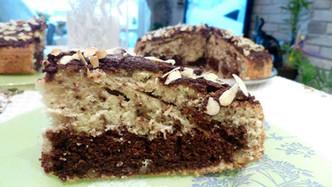 Шарен кекс с орехи, шоколад и филирани бадеми