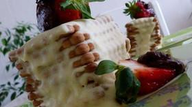 Бърз десерт с бисквити и ягоди