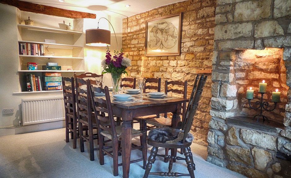 Dining room in Century House - Cotswold Holidays