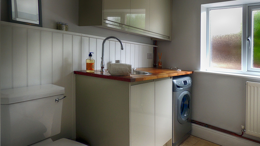 Downtsairs bathroom at Rathbone Cottage in Stow-on-the-Wold, Cotswolds Holidays