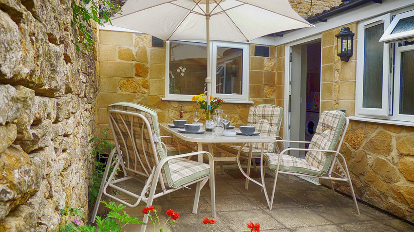 Outdoor garden at Woodbine Cottage at Bourton-on-the-Water, Cotswolds Holidays