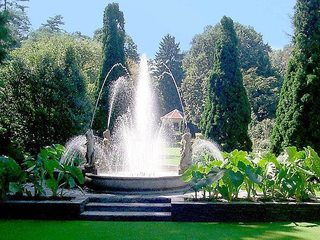 FontanaVillaTaranto.jpg