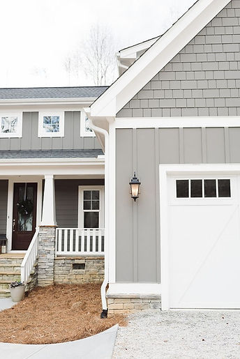 grey-siding-paint-color-is-gauntlet-gray