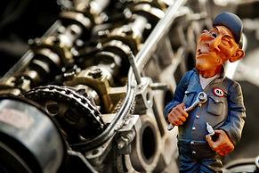 auto-mechanic-2834414_1920.jpg