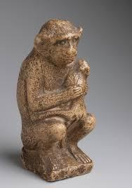Figurine de femelle cercopithèque avec son petit (N 4100) Stéatite. H. 15 ; l. 6 ; pr. 8 cm Nouvel Empire (1550-1069 avant J.-C.) au plus tard © Musée du Louvre, Dist. RMN-Grand Palais / Christian Decamps