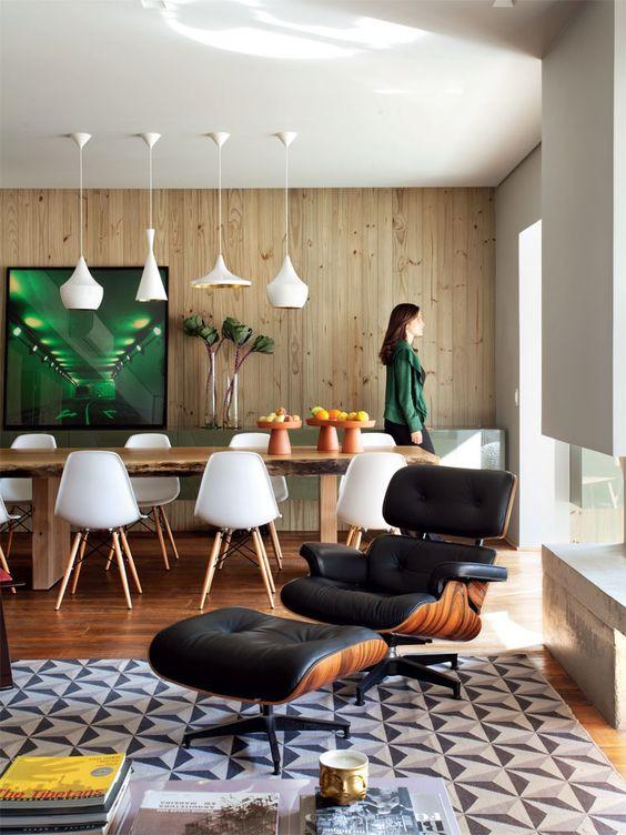 Fonte: http://casa.abril.com.br/materia/um-apartamento-com-as-paredes-revestidas-de-pinus-sim-todas-elas - 2