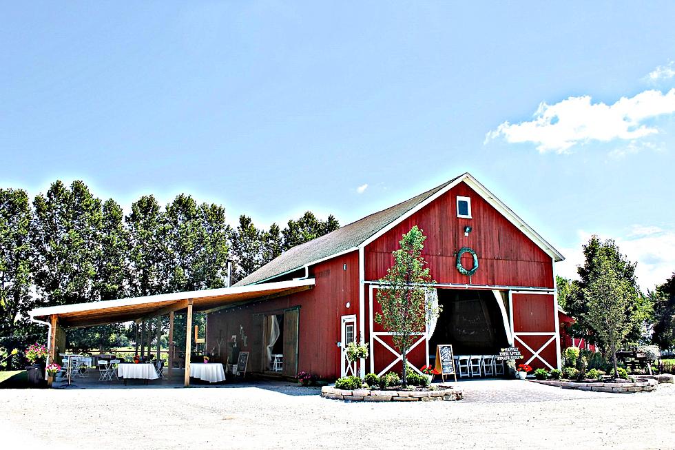 Rustic Barns couple dancing barn weddin. barn wedding texas. rustic barn
