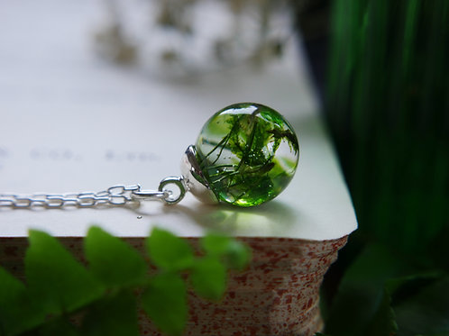 Moss 925 sterling silver resin sphere necklace