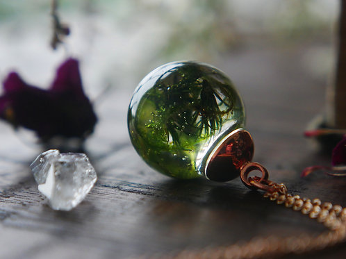 Moss rose gold resin sphere necklace