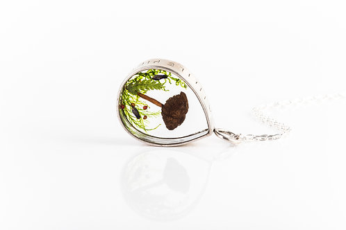 Wild mushroom, heather and moss engraved open locket necklace