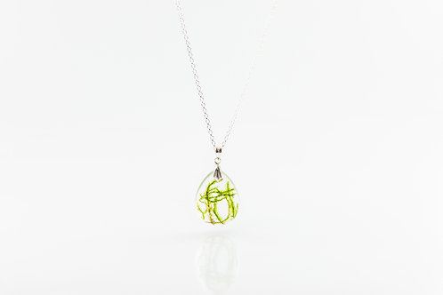 Moss 925 sterling silver flat resin necklace