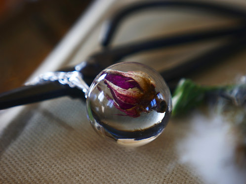 Wild rose 925 sterling silver resin sphere necklace
