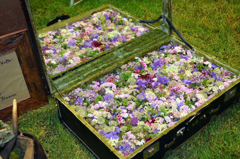 Blumenkoffer Wiesenblumen vintage