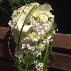 Brautstrauß klassisch weiß