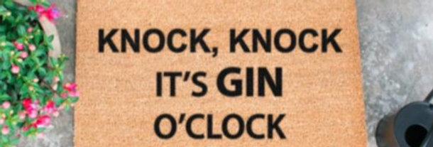KNOCK KNOCK, ITS GIN O CLOCK DOORMAT