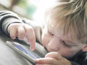 Ne lógjunk folyton a mobilon, mert úgy a gyerek is függő lesz