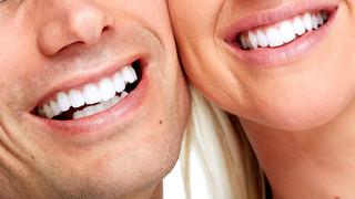 Kaip prižiūrėti protezuotus dantis