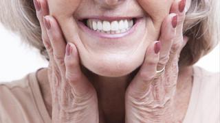 Kaip prižiūrėti išimamus dantų protezus