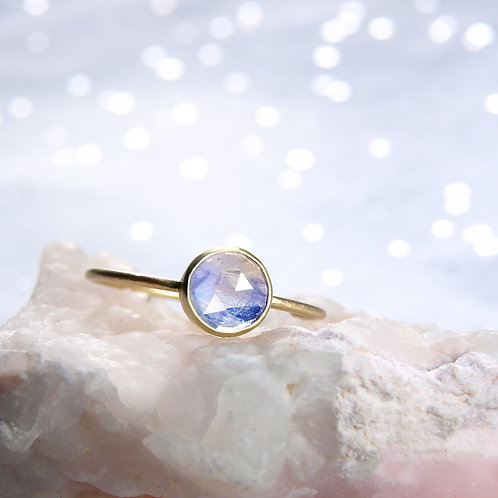 Rose cut moonstone golden ring 14k