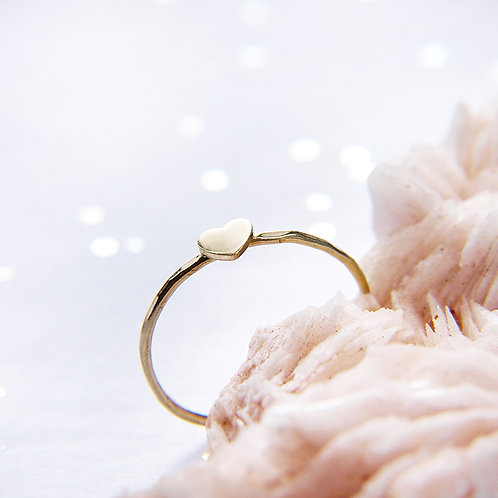 Subtle golden heart ring 14k