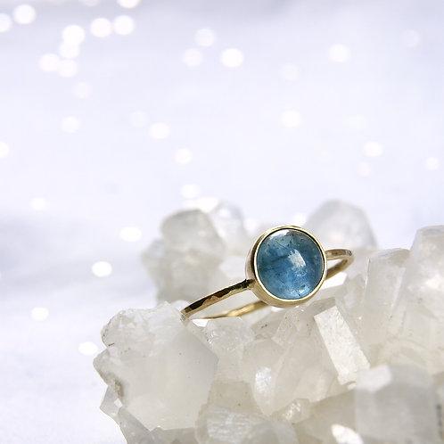 Złoty pierścionek z akwamarynem 14k