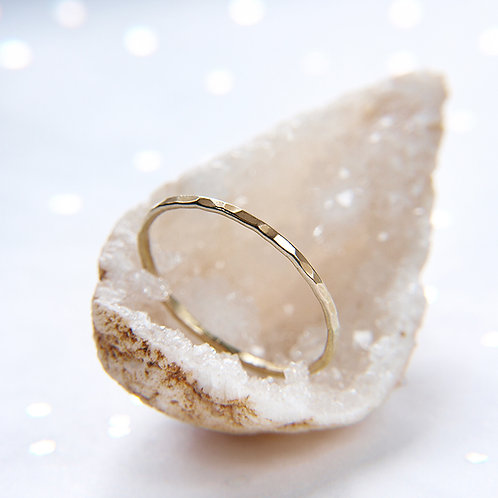 Subtle golden band ring 14k