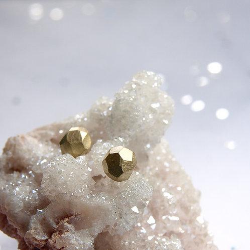 Minimalistyczne złote kolczyki satynowe bryłki 14k