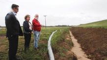 Secretária da Agricultura vistoria obras na Barragem do Capané