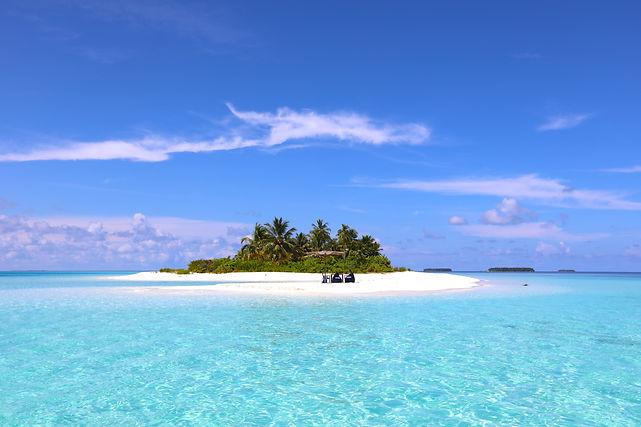 Lagoon surrounding uninhabited island - Maldives