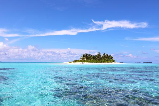 Lagoon around island in the Dhaalu Atoll - Maldives