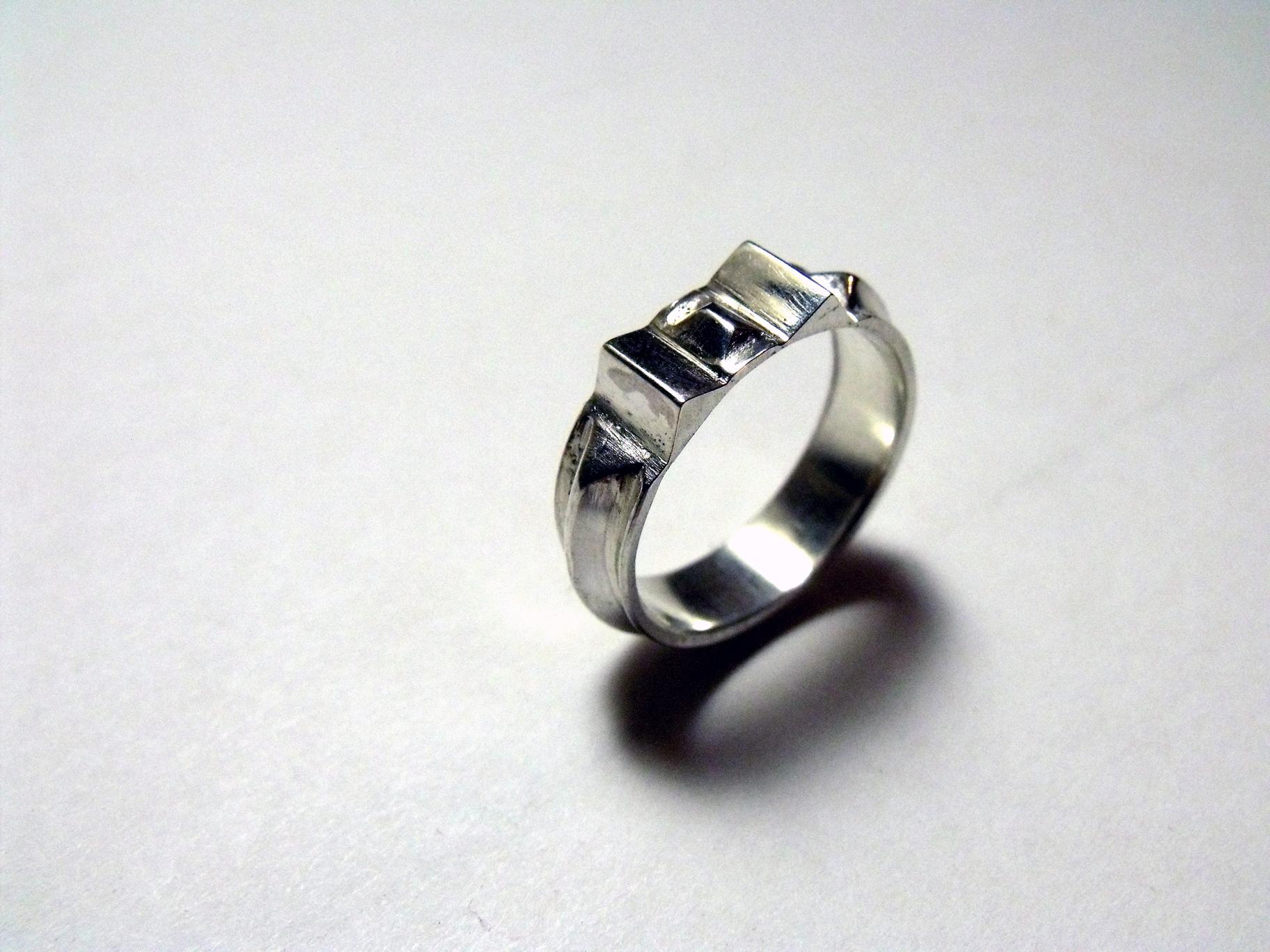 Pyramidal Ring