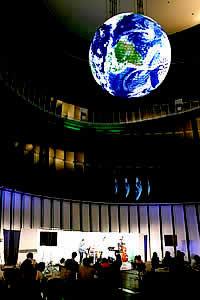 2004/08/11: 日本科学未来館