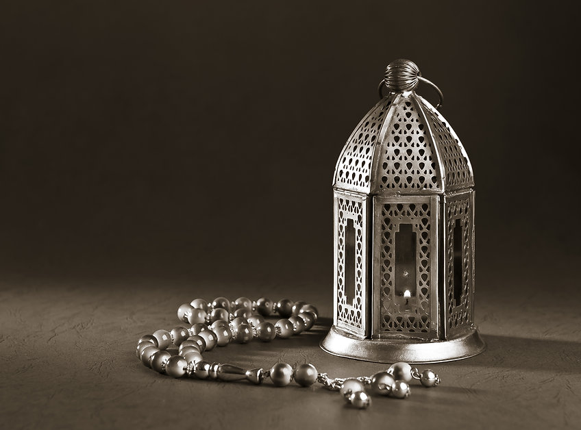 A metallic Ramadan lamp with Islamic ros