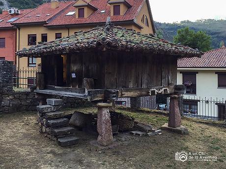 Horreo-del-Centro-de-Interpretacion-Somi