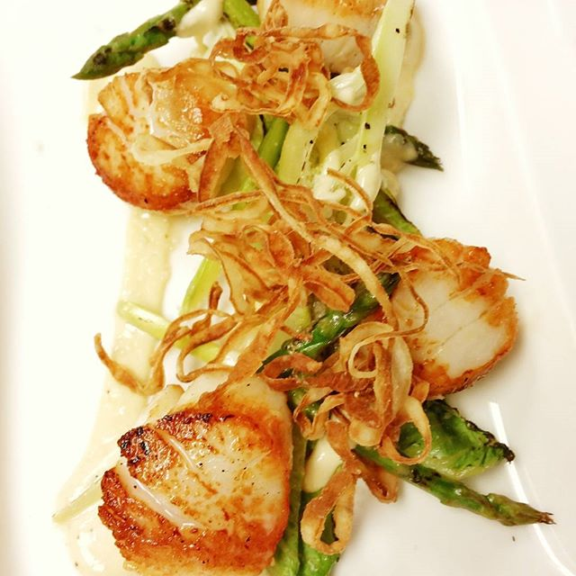 Sea scallop Caesar with grilled asparagus and crispy onions