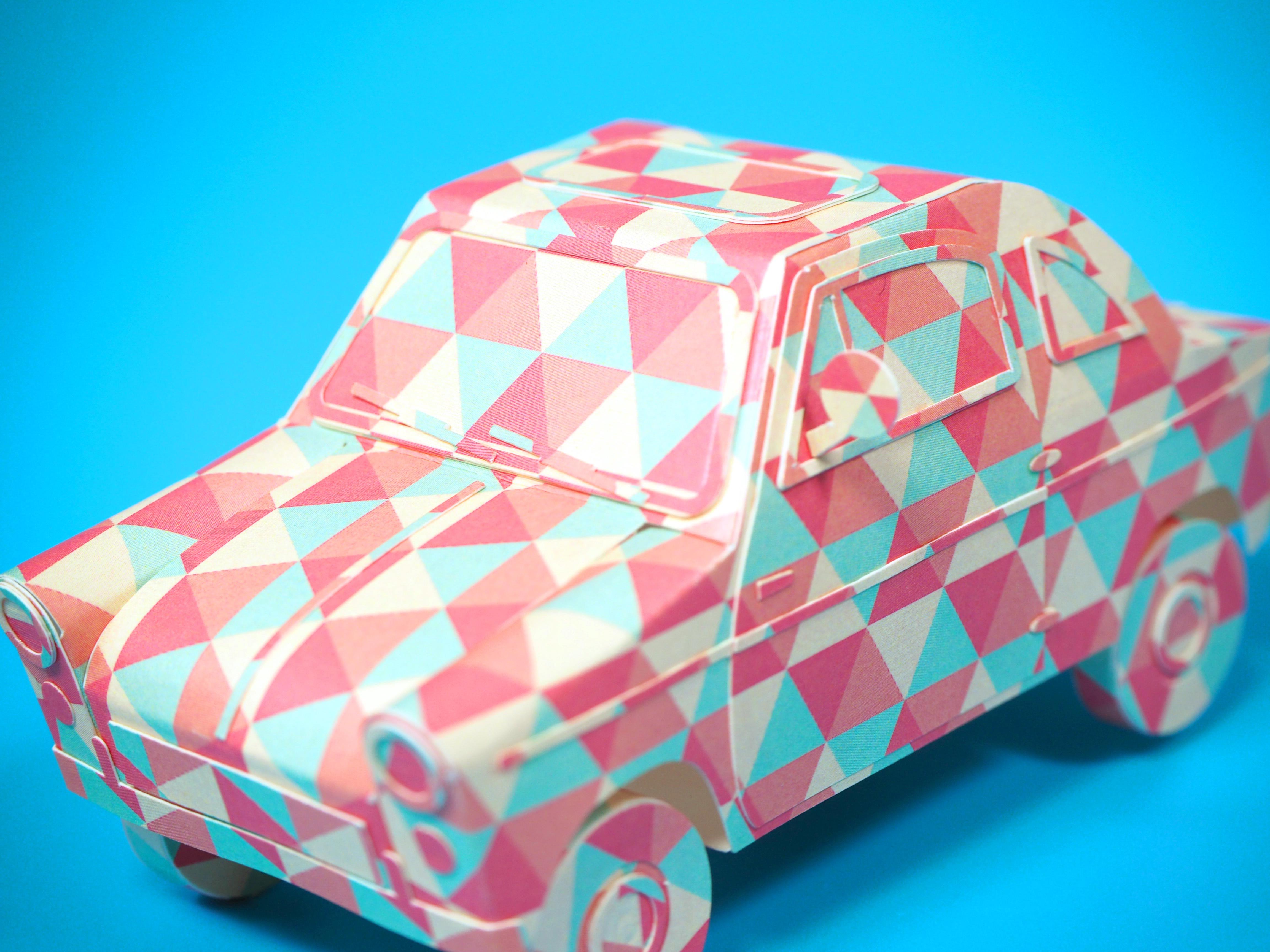 패턴지로 만든 자동차