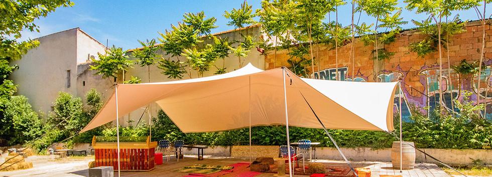 Le Chapiteau La Belle de Mai soleil extérieurs location et réservation
