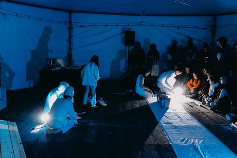Performance d'Alejandra Herrera Silva et Jamie McMurry, en collaboration avec Trinidad, Evelyn et Diamanda McMurry Herrera.