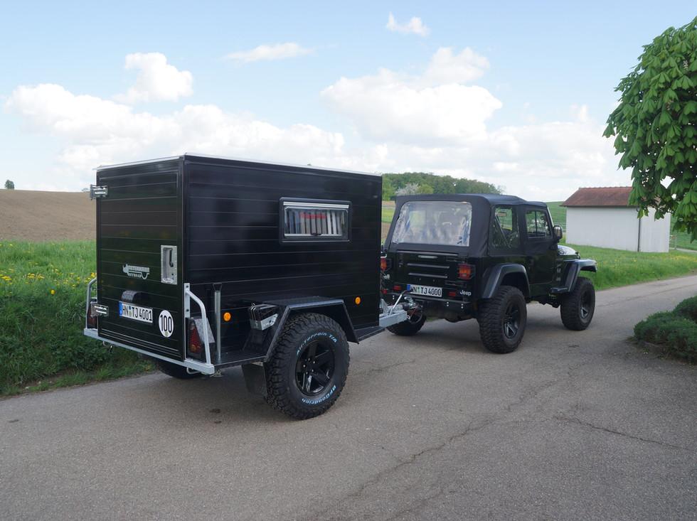 Offroadanhänger Corse in Schwarz Jeep