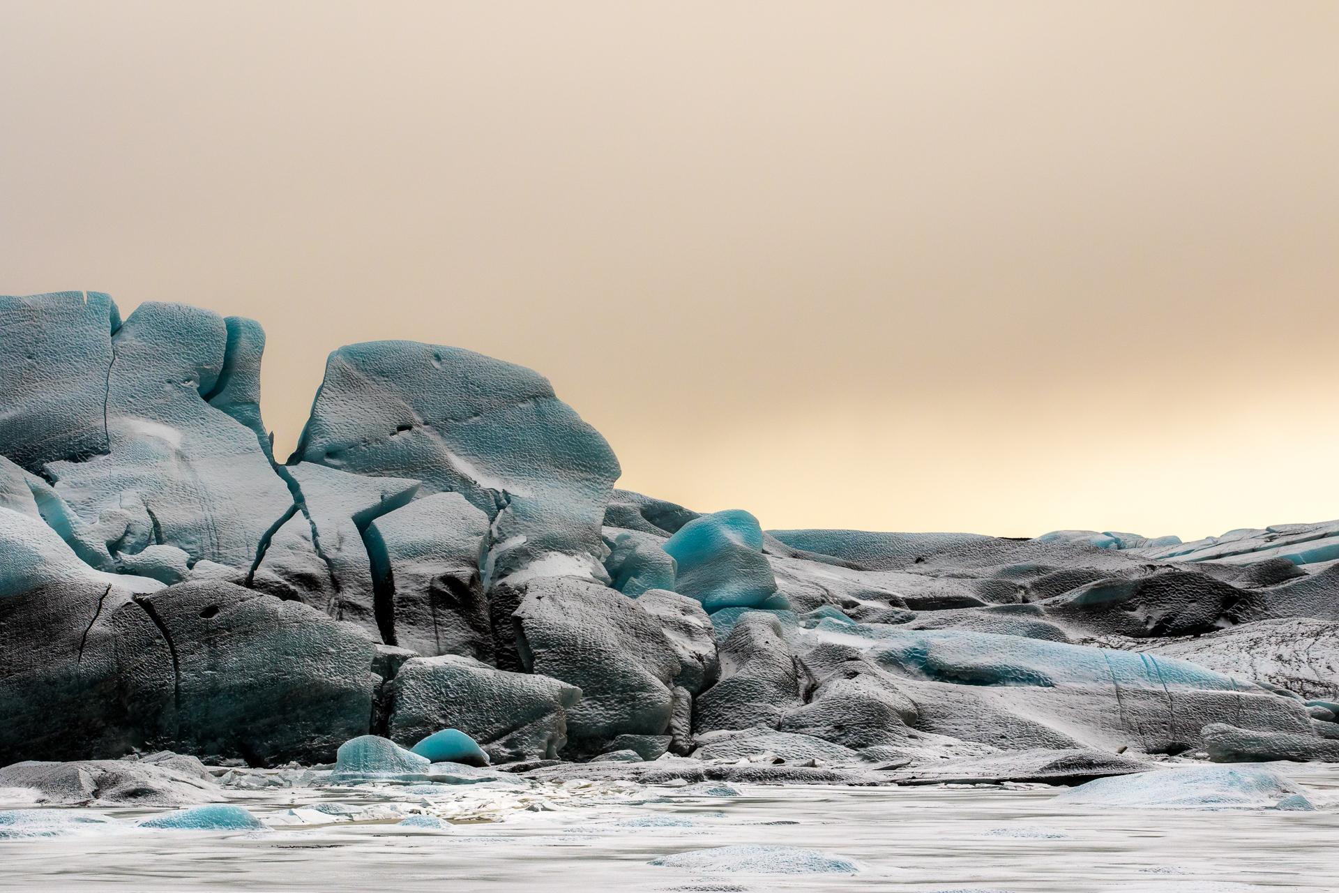 Terre de lave et de glace