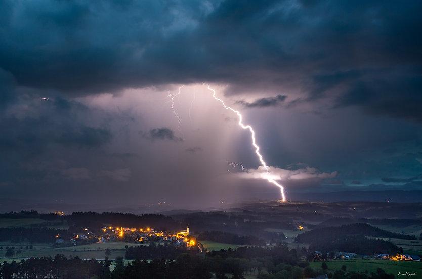 Orage sur Saint-Sauveur de Peyre
